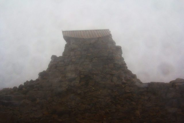 Zbytky salaše na vrcholu Ben Nevis