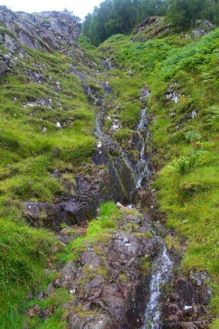 Horský potok na svahu Meall an t-Suidhe.