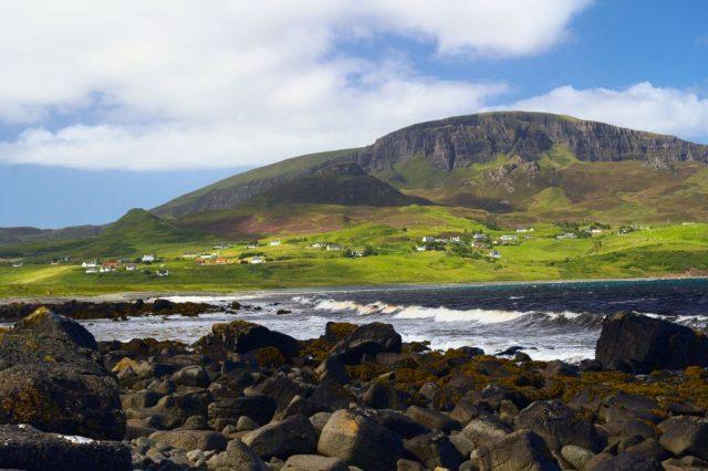Pláž u vesnice Staffin, Ostrov Skye - Skotsko