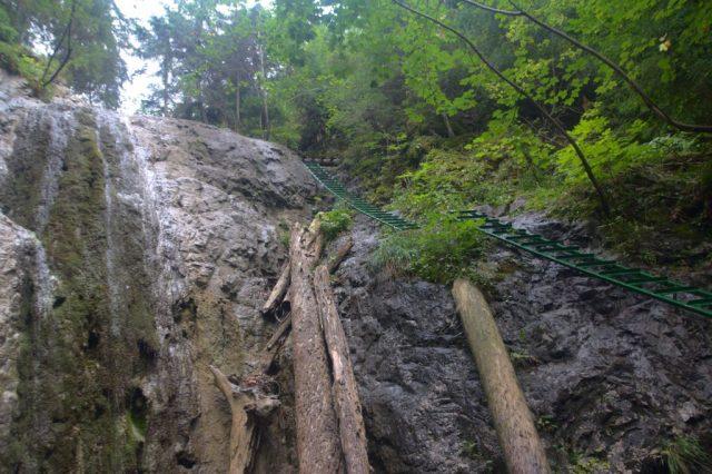 Duhový vodopád při nedostatku vody - Kláštorská roklina, Slovenský ráj