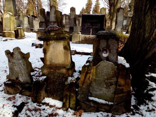 Staré náhrobní kameny