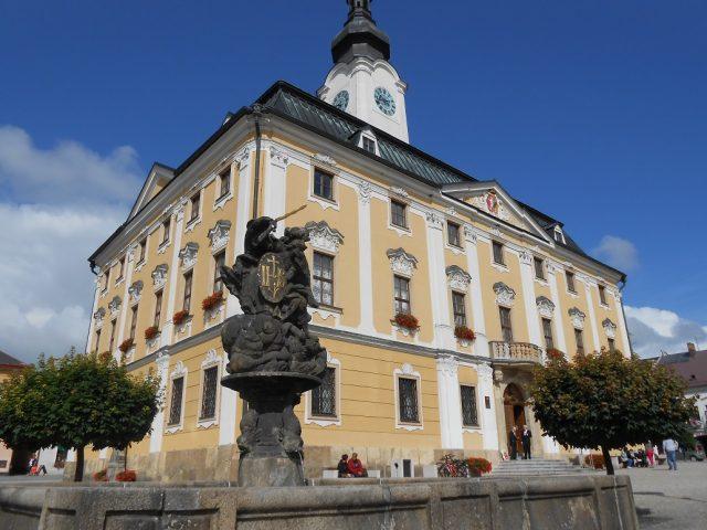 Barokní radnice na Palackého náměstí
