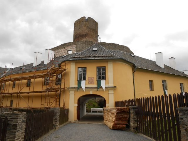 Vstup do areálu hradu Svojanov