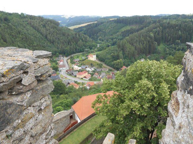 Výhled z břitové věže na vesničku Svojanov