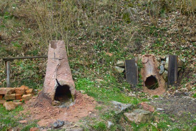 Baterie kusových železárenských pecí v památkové rezervaci Stará huť u Adamova (Huť Františka)