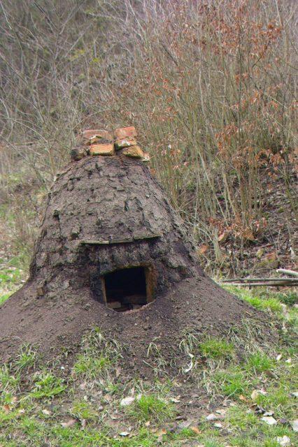 jedna z experimentálních pecí v Baterie kusových železárenských pecí v památkové rezervaci Stará huť u Adamova (Huť Františka) postavených na základě archeologických nálezů