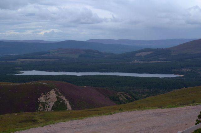 Loch Morlich z dolní stanice lanovky - Glenmore Forest Park, Skotsko