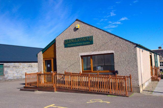 Návštěvní centrum palírny Glenglassaugh Distillery.