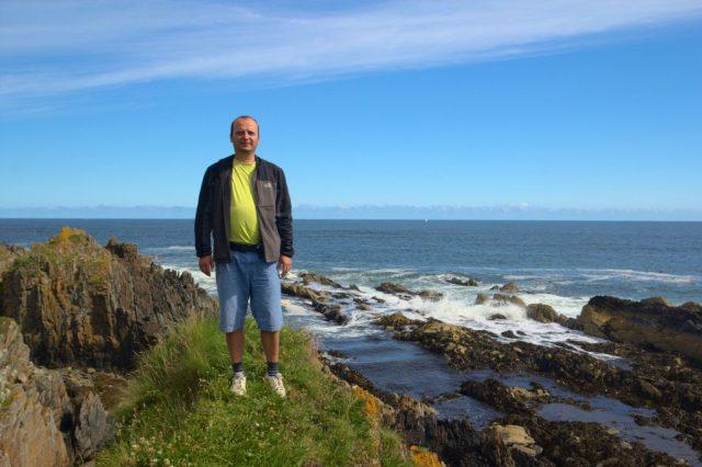 Já (Radim Dostál) u moře poblíž vesnice Sandend, Skotsko