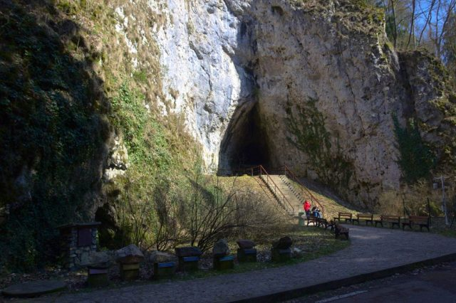 Vchod do Kateřinské jeskyně, Moravský kras
