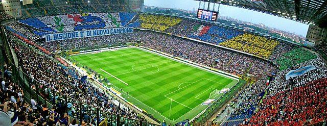 Pohled na fotbalový stadion San Siro.