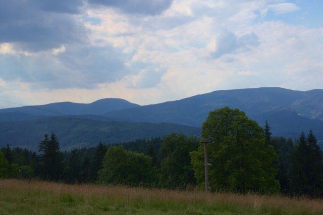 Moravskoslezské Beskydy z rozcestí Bobek