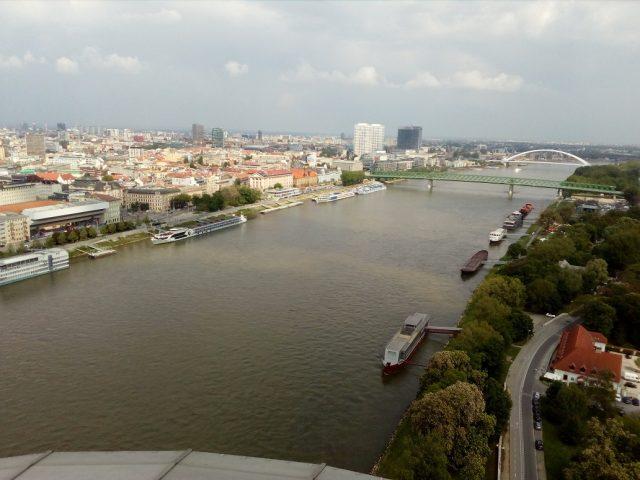 Mohutný Dunaj protékající Bratislavou