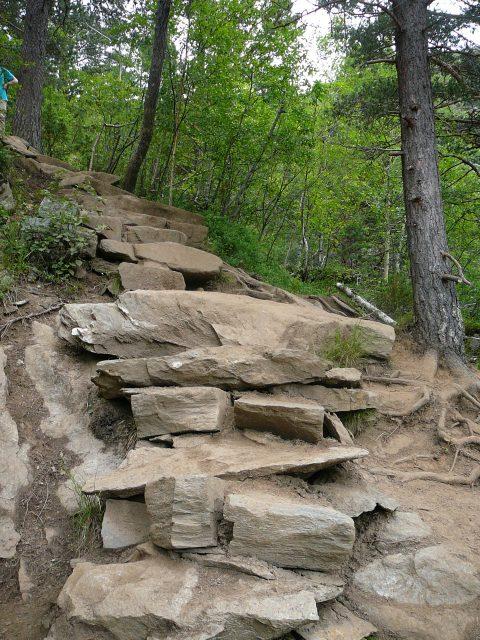 Kamenné schody člověka opravdu vyčerpají