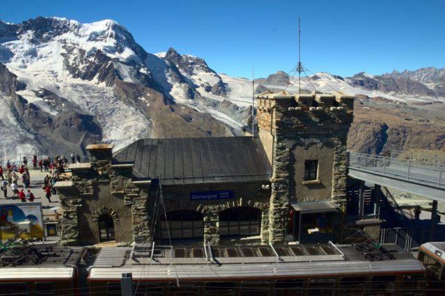 Nádraží Gornergrat, horní stanice ozubené dráhy Gornergratbahn - Švýcarské Alpy
