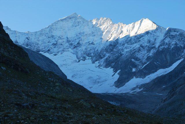 Výhled na ledovec z místa našeho noclehu