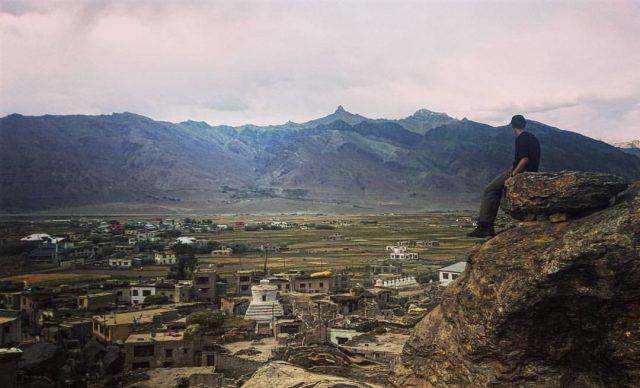 Výhled z vrchu kopce, kažený mojí osobou - Pandum, Kašmír
