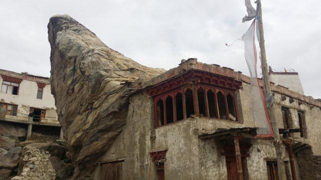 Jeden ze zachovalých domů - Padum, Kašmír