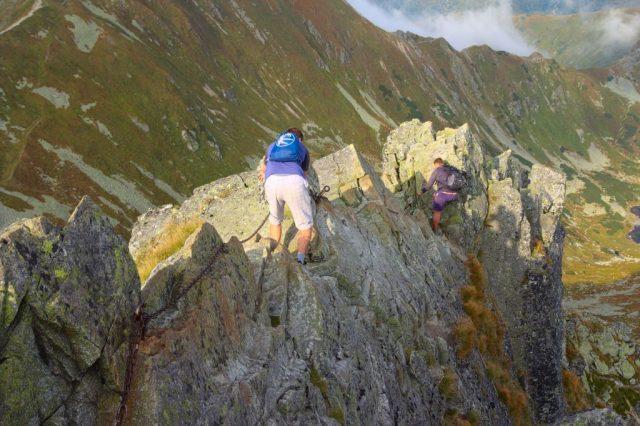 Jirka a Honza na řetězech kousek pod vrcholem Ostrého Roháče