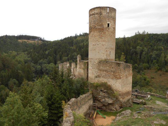 Obranná věž - bergfrit z 13. století