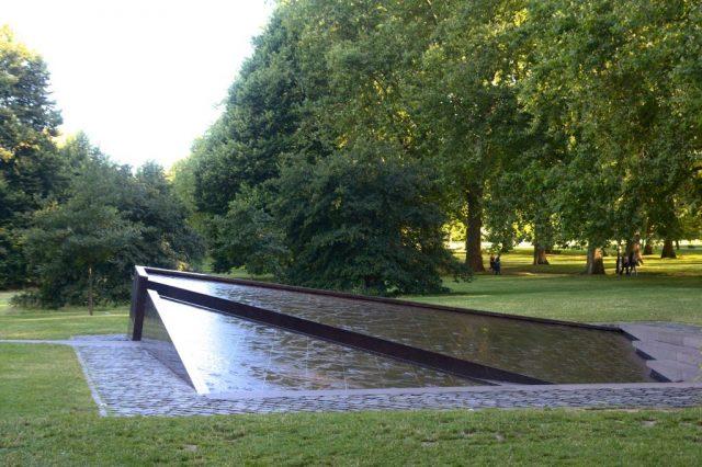 Canada Memorial, Londýn