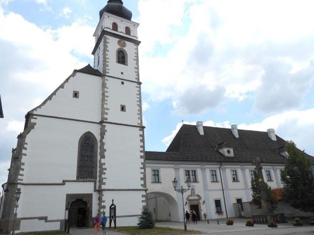 Kostel sv. Petra a Pavla a klášter Božího Milosrdenství