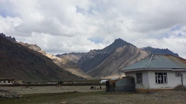 Výhled na hory v Mulbekhu