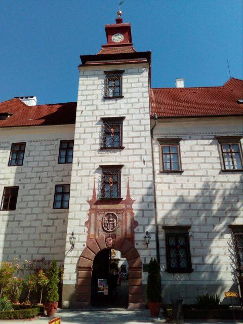 Věž se vstupním portálem