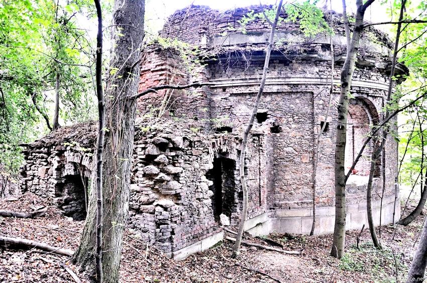 Lobkovická hrobka