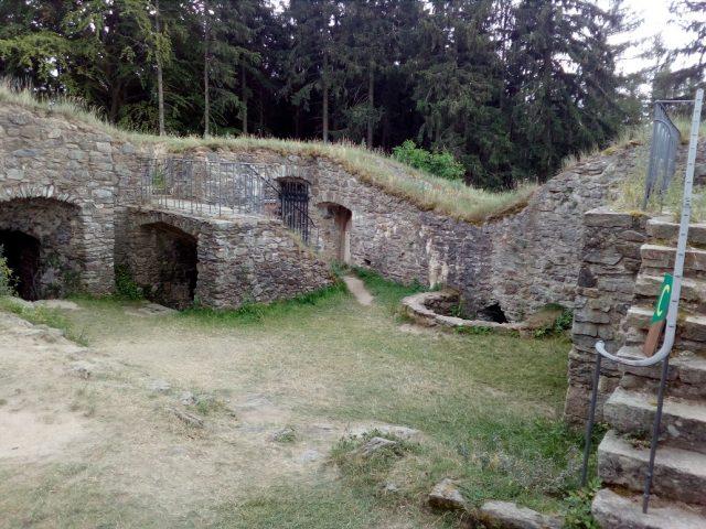 Pozůstatky hradních staveb
