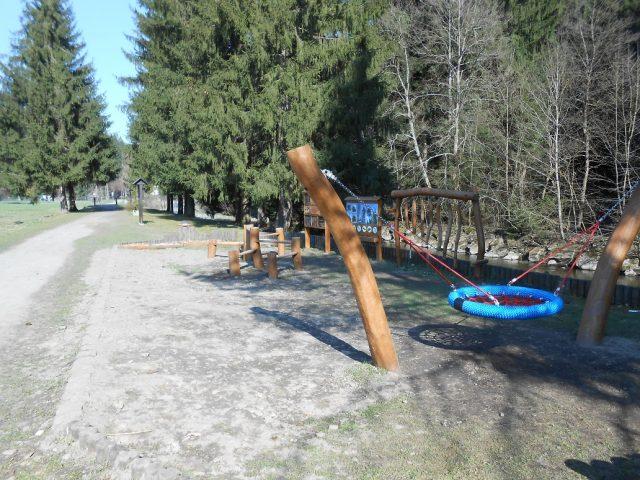 Kolem říčky Bílé Ostravice je hezká procházka, která bude bavit i děti.