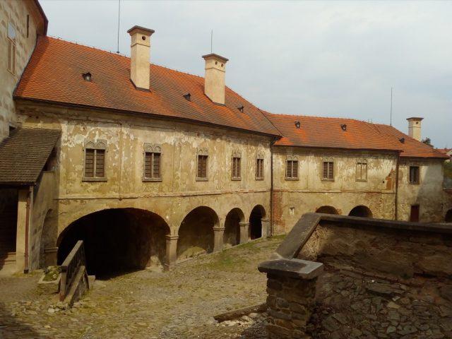 Dolní nádvoří hradu