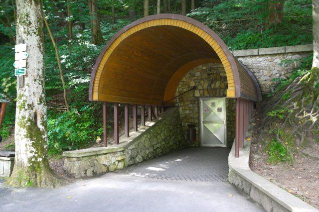 Jeskyně Na pomezí - vchod