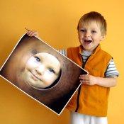 Chlapec s fotografií